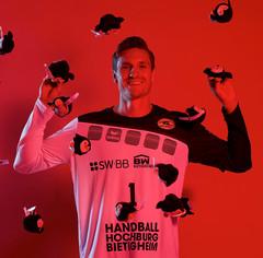 Jonas Maier (Torhüter der SGBBM) hat Spaß mit unseren SWiBBys
