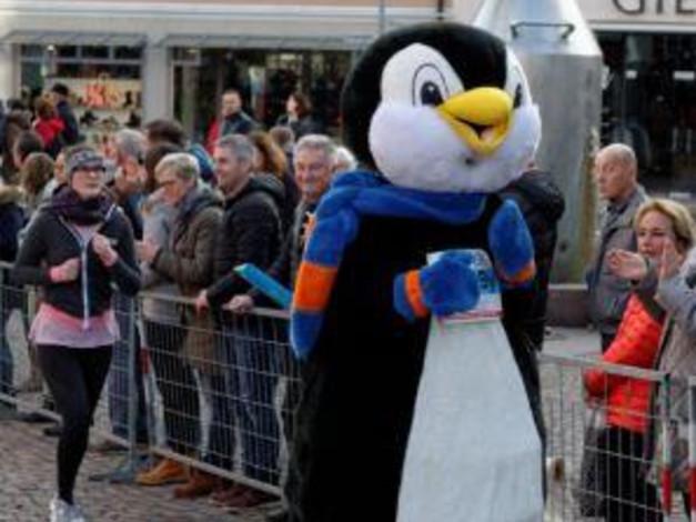 Maskottchen SWiBBy beim Silvesterlauf